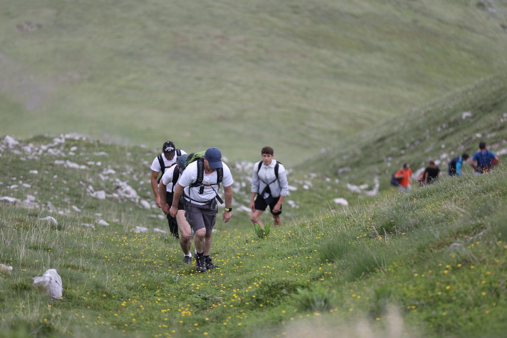 Studentët ngjiten në majën e Lubotenit në shënim të Ditës Olimpike Ndërkombëtare