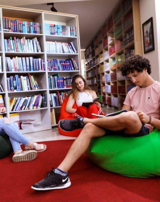 Biblioteka e re Universitare e Kolegjit AAB mirëpret të gjithë studentët dhe dashamirësit e librit